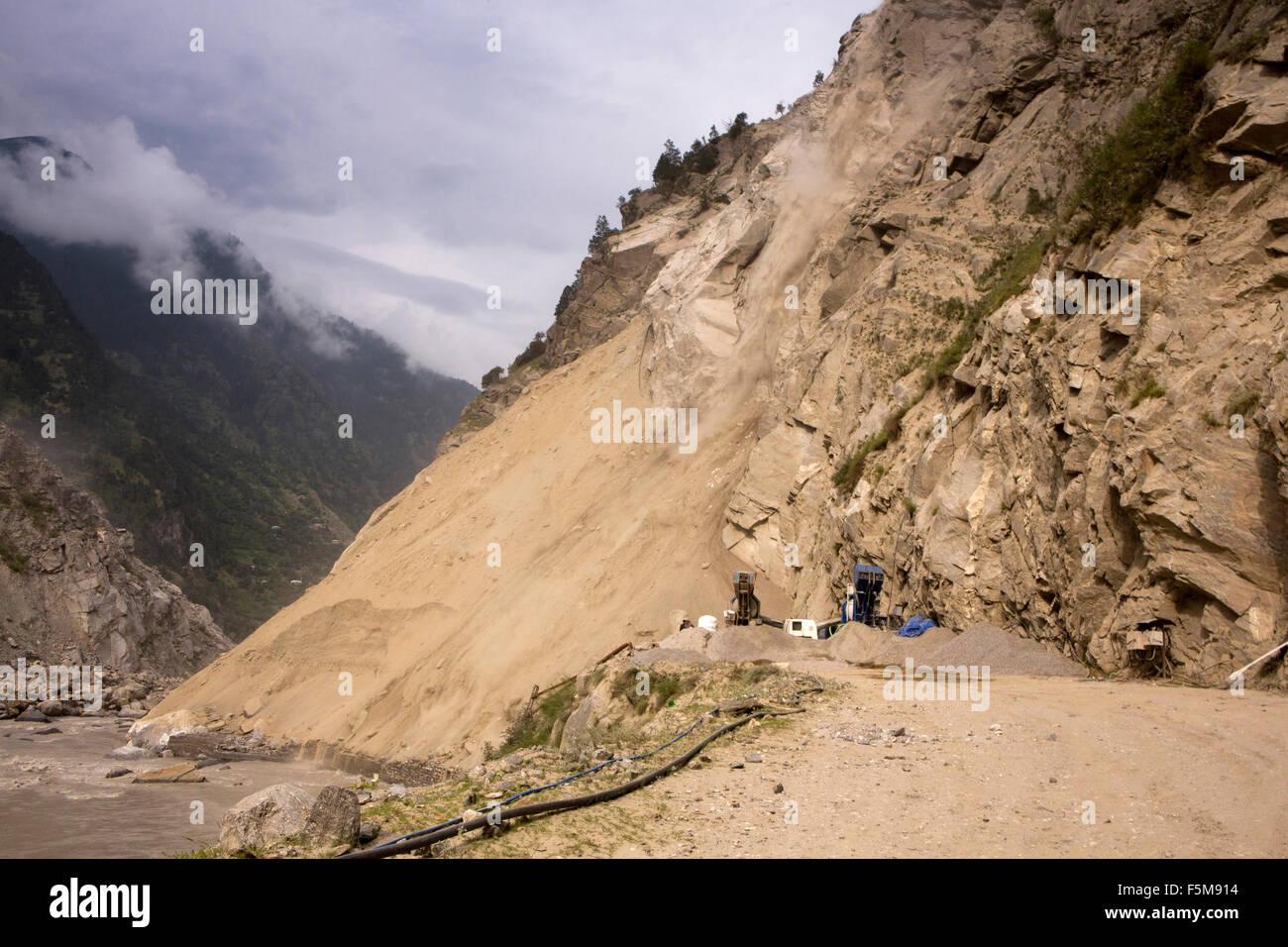 India, Himachal Pradesh, escolarización, bloqueo de deslizamientos masivos Hindustan al Tíbet Highway Imagen De Stock