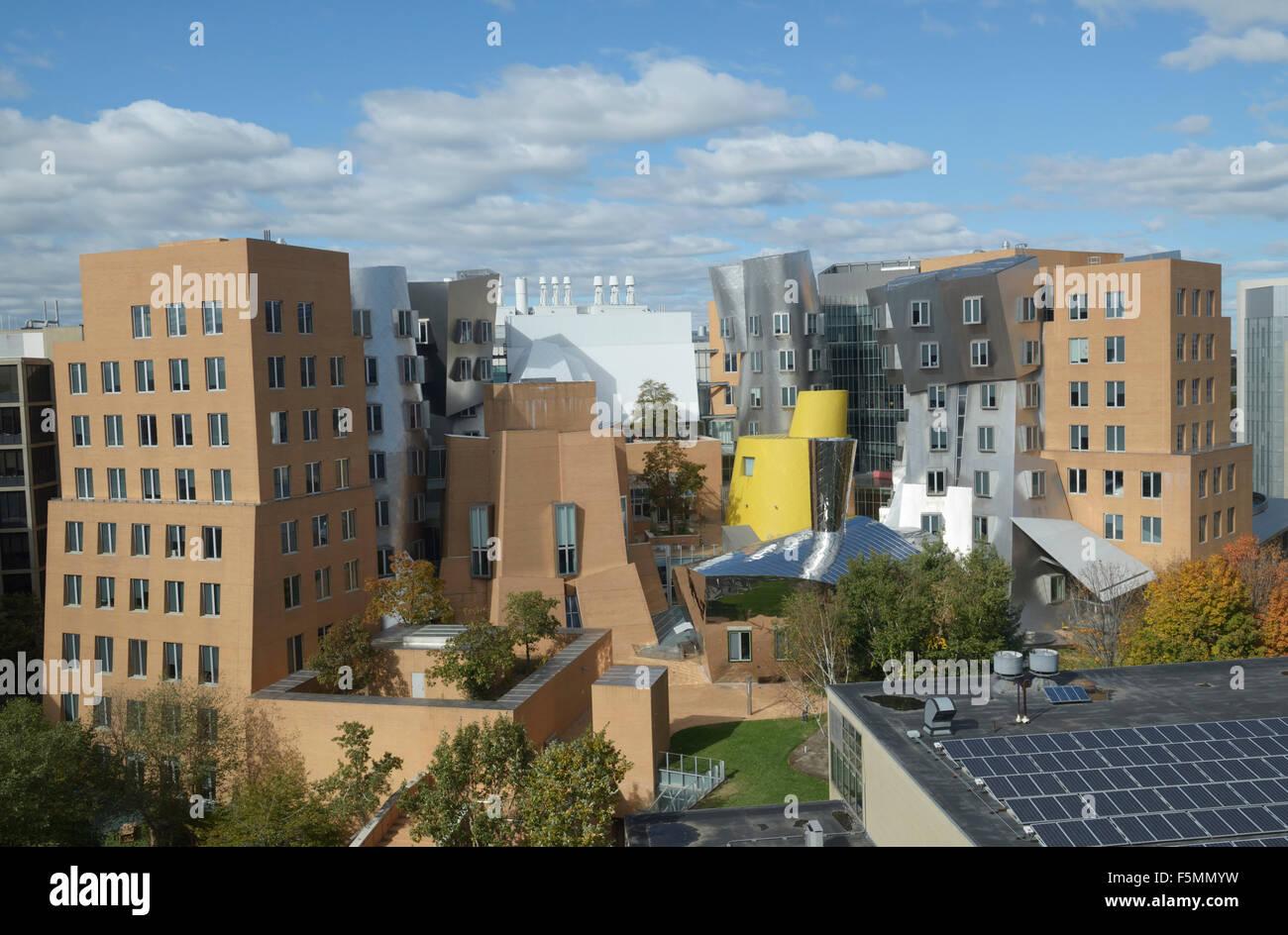 Ray and Maria Stata Center, edificio en el campus del MIT. Diseñado por Frank Gehry. Arquitectura Deconstructivist Imagen De Stock
