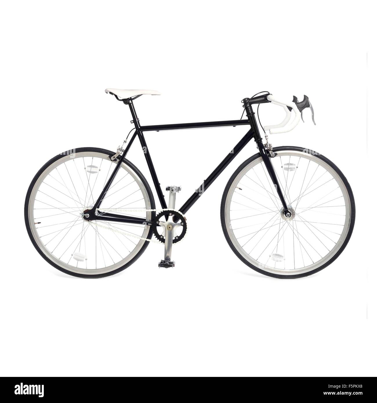 Bicicleta de carretera de piñón fijo contra un fondo blanco. Imagen De Stock