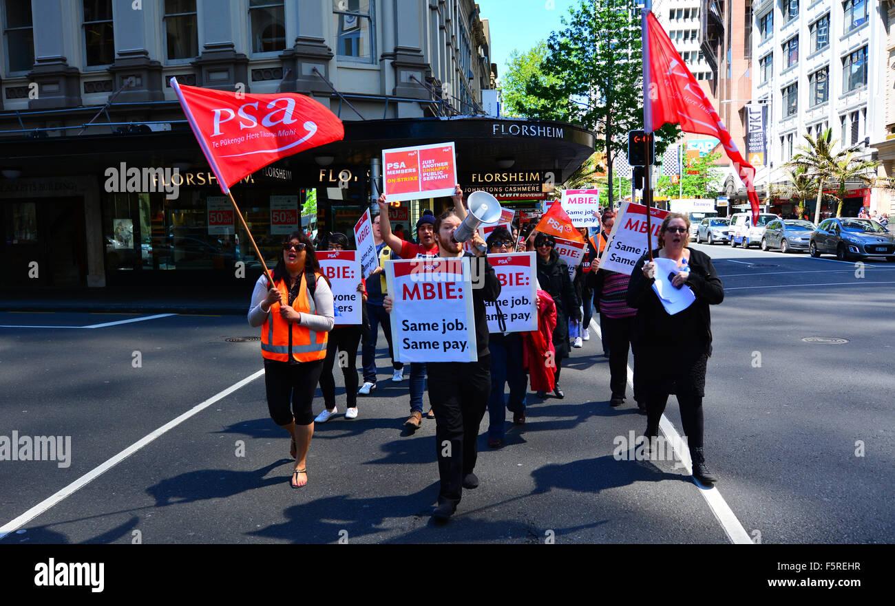 AUCKLAND - Nov 05 2015:Los trabajadores protestaban por un salario igual por trabajo de igual valor. Nueva Zelanda Imagen De Stock