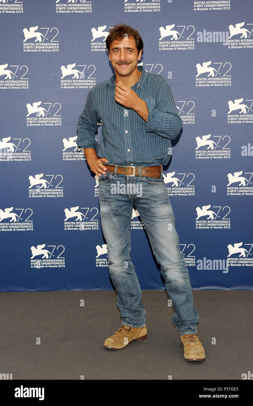 "72º Festival de Cine de Venecia - ""Por Amor"" - Vostro Photocall Featuring: Adriano Giannini donde: Imagen De Stock"