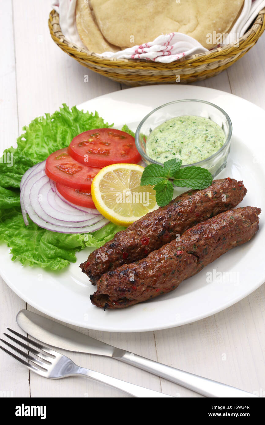 Seekh kabab de cordero con chutney de menta Imagen De Stock