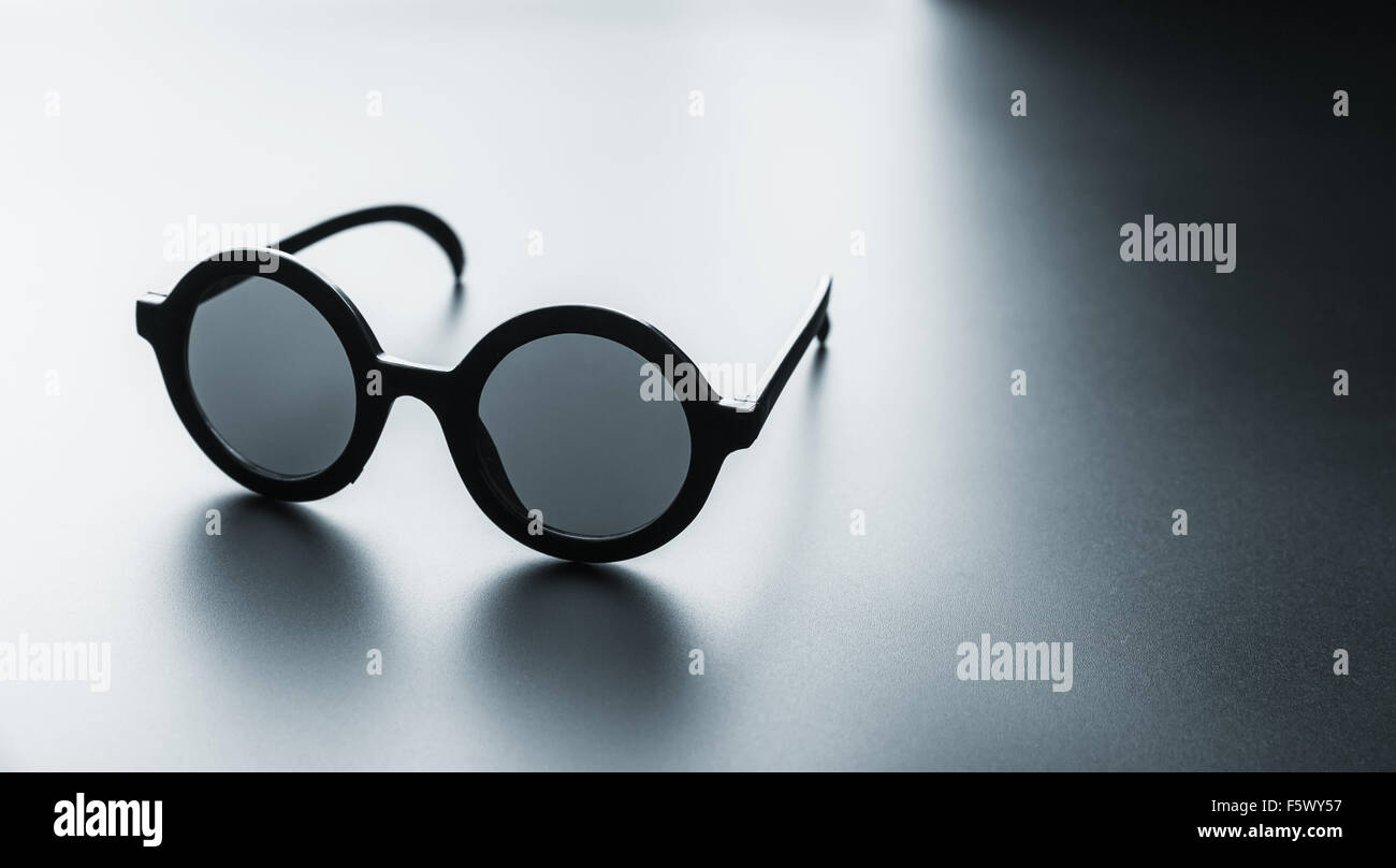 Un par de gafas redondas negras Foto & Imagen De Stock: 89695235 - Alamy