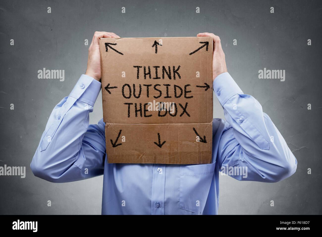 Piense fuera de la caja Imagen De Stock