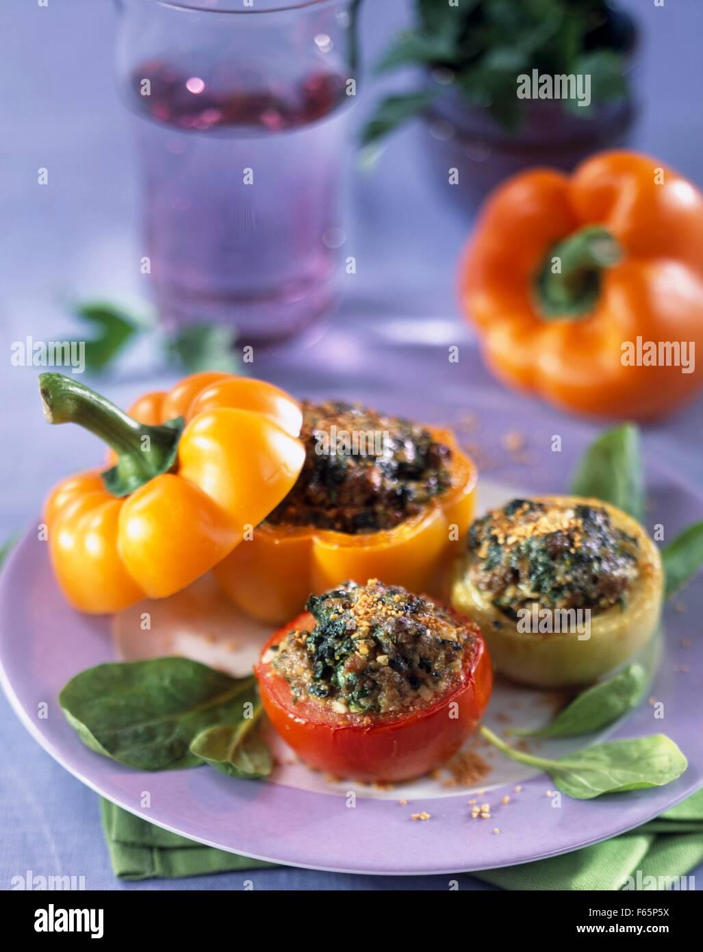 Verduras con bulghour stuufed joven Foto de stock