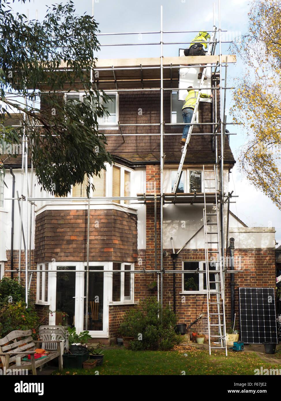 Instalación de techo de paneles solares Imagen De Stock