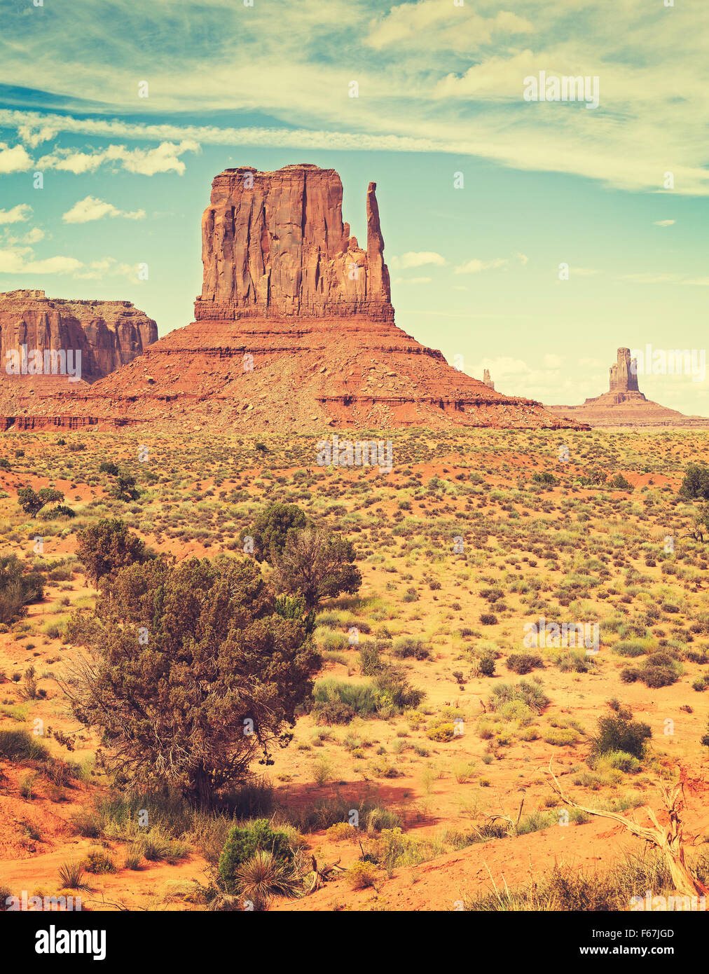 Retro estilo película antigua foto de Monument Valley, Utah, EE.UU.. Imagen De Stock