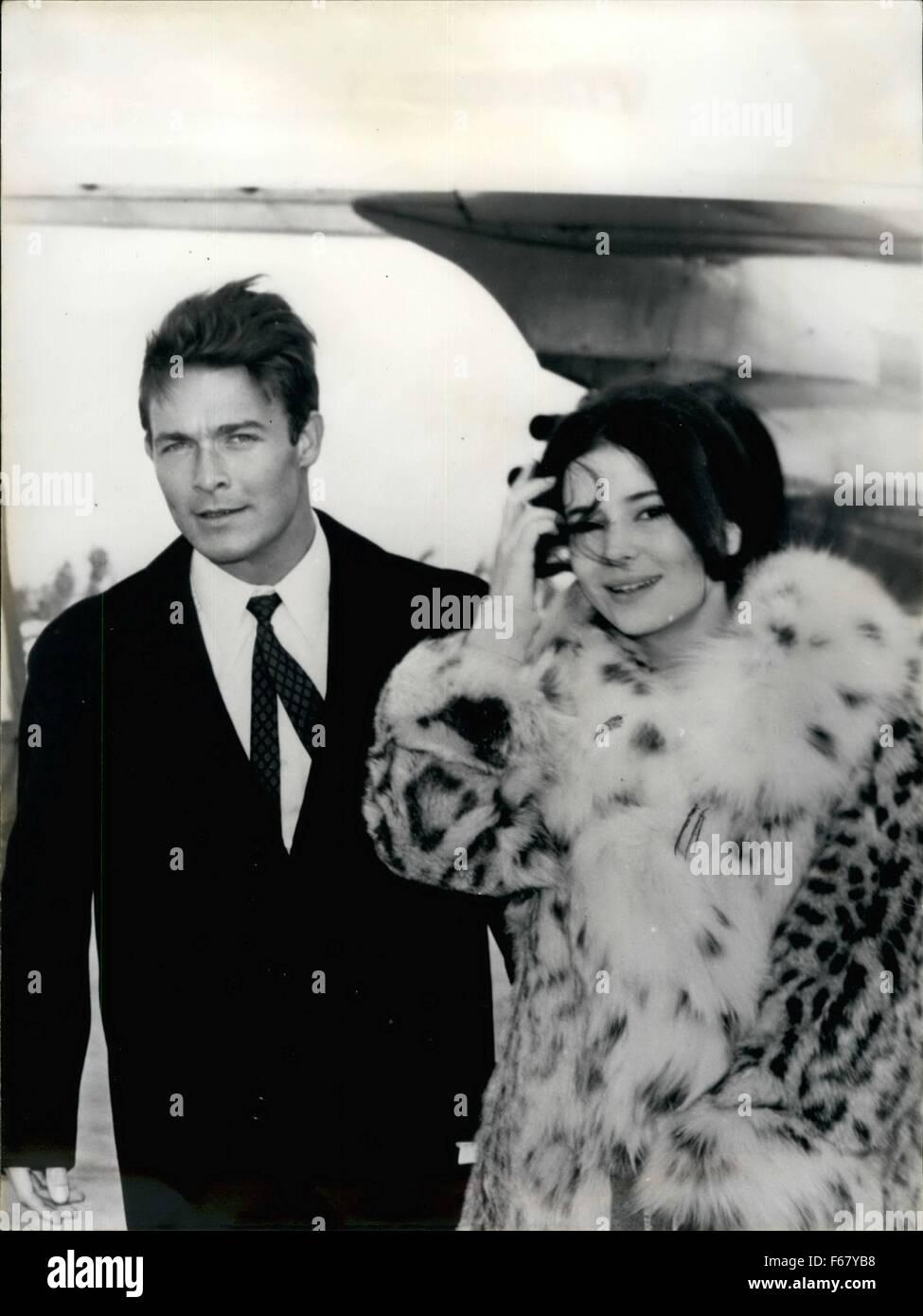 1964 - Jacques Charrier y Maroe-Jose Nat en el aeropuerto de París y ...
