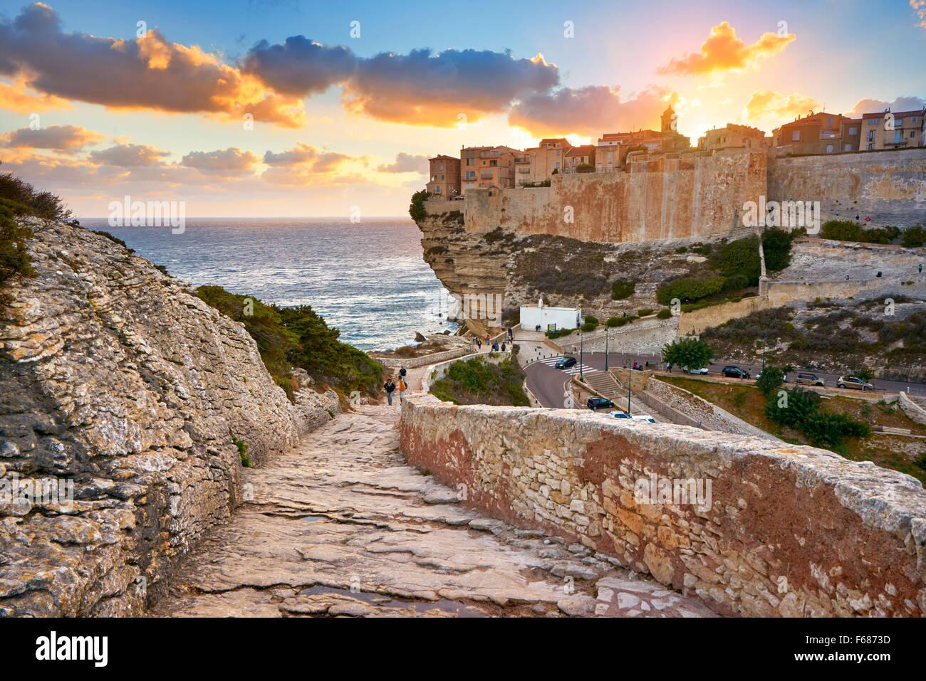 La isla de Córcega - Bonifacio al atardecer tiempo, Francia Imagen De Stock