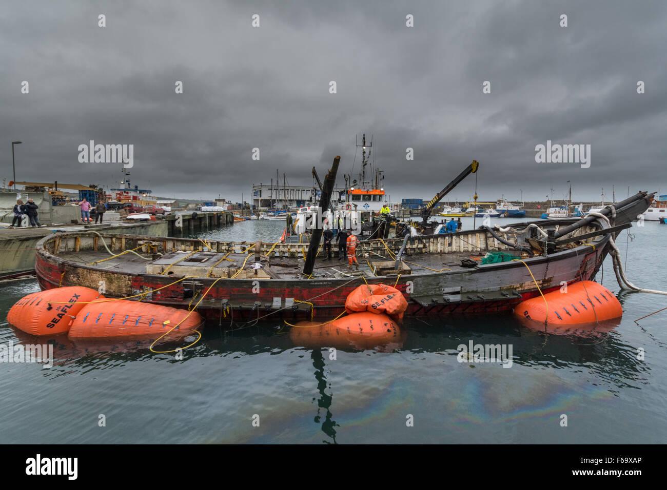 Penzance, Cornwall, Reino Unido. El 15 de noviembre de 2015. El Jolly Roger un noruego construido ex barco de pesca Foto de stock