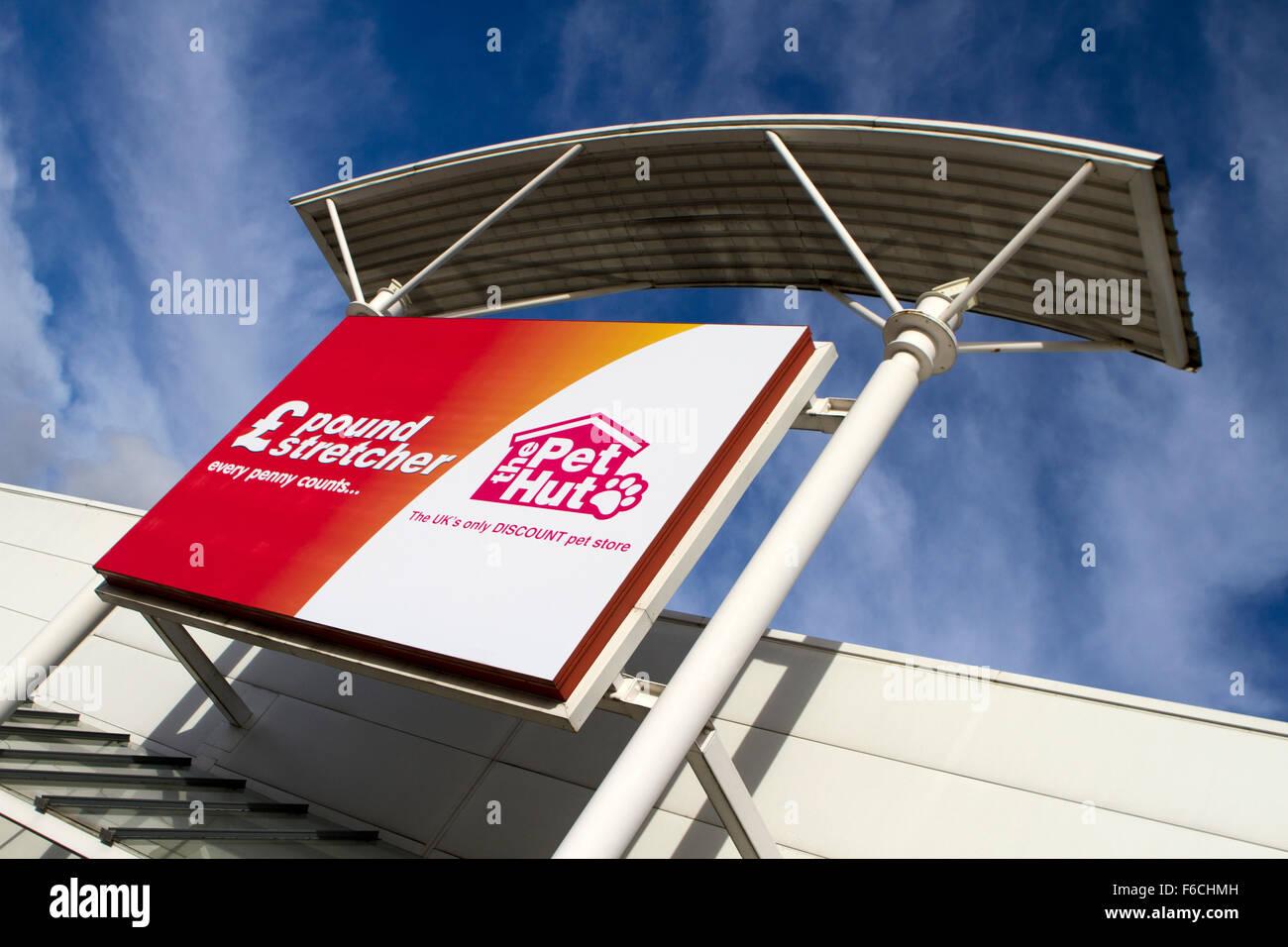 2ff976b62 Pound Stretcher & La mascota Hut signo _Gran cadena marca letreros de  tienda en Regent Retail