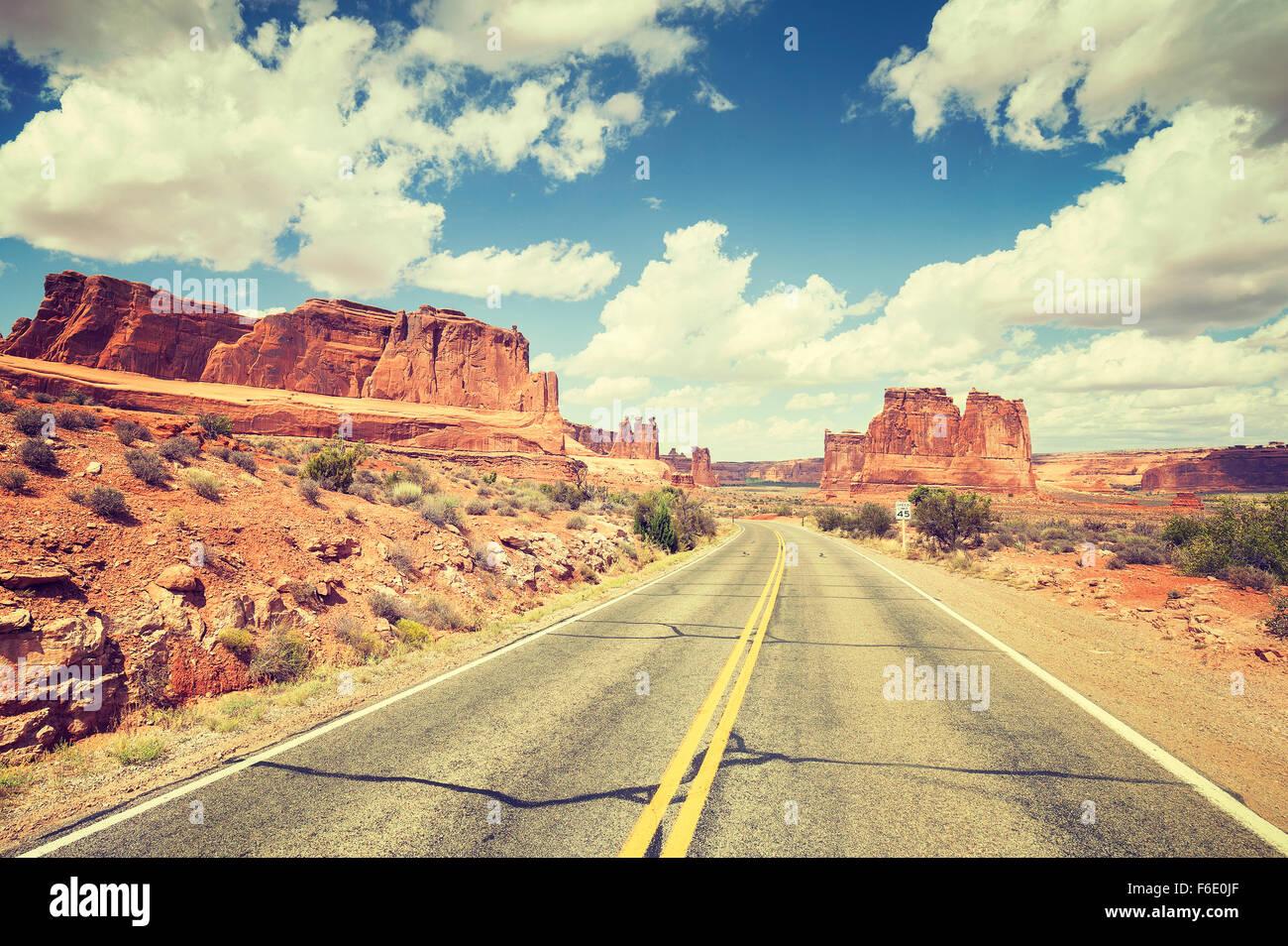 Tonos Vintage carretera escénica, viajes concepto imagen, USA. Imagen De Stock