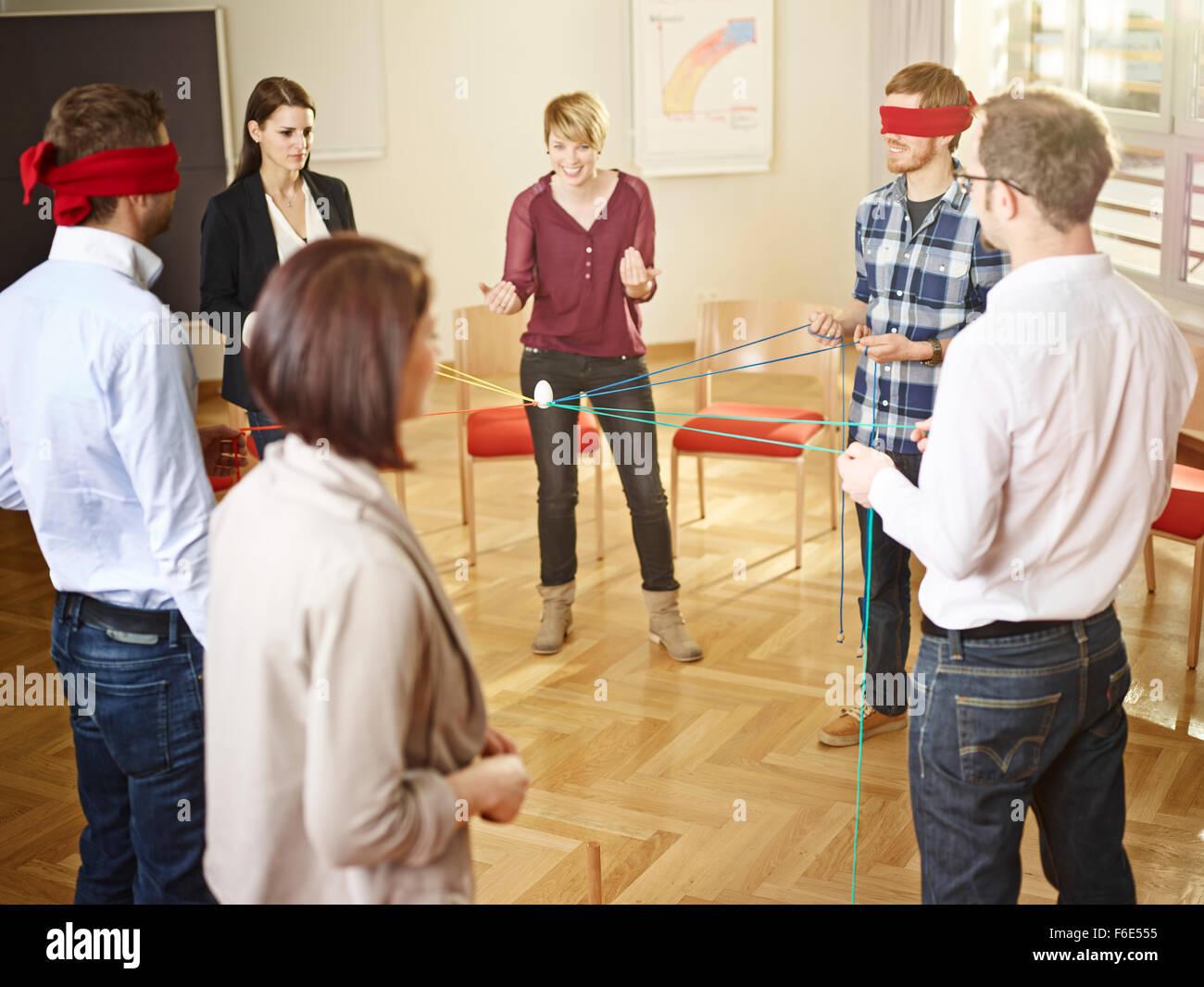 Coaching, coach de negocios para ejecutivos, formación, hombres y mujeres, el ejercicio de grupo, el equipo Imagen De Stock