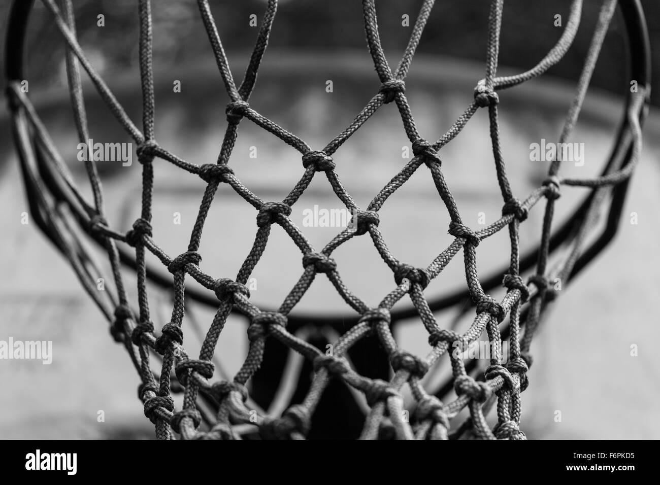Resumen de imagen en blanco y negro de un balón de baloncesto net Imagen De Stock