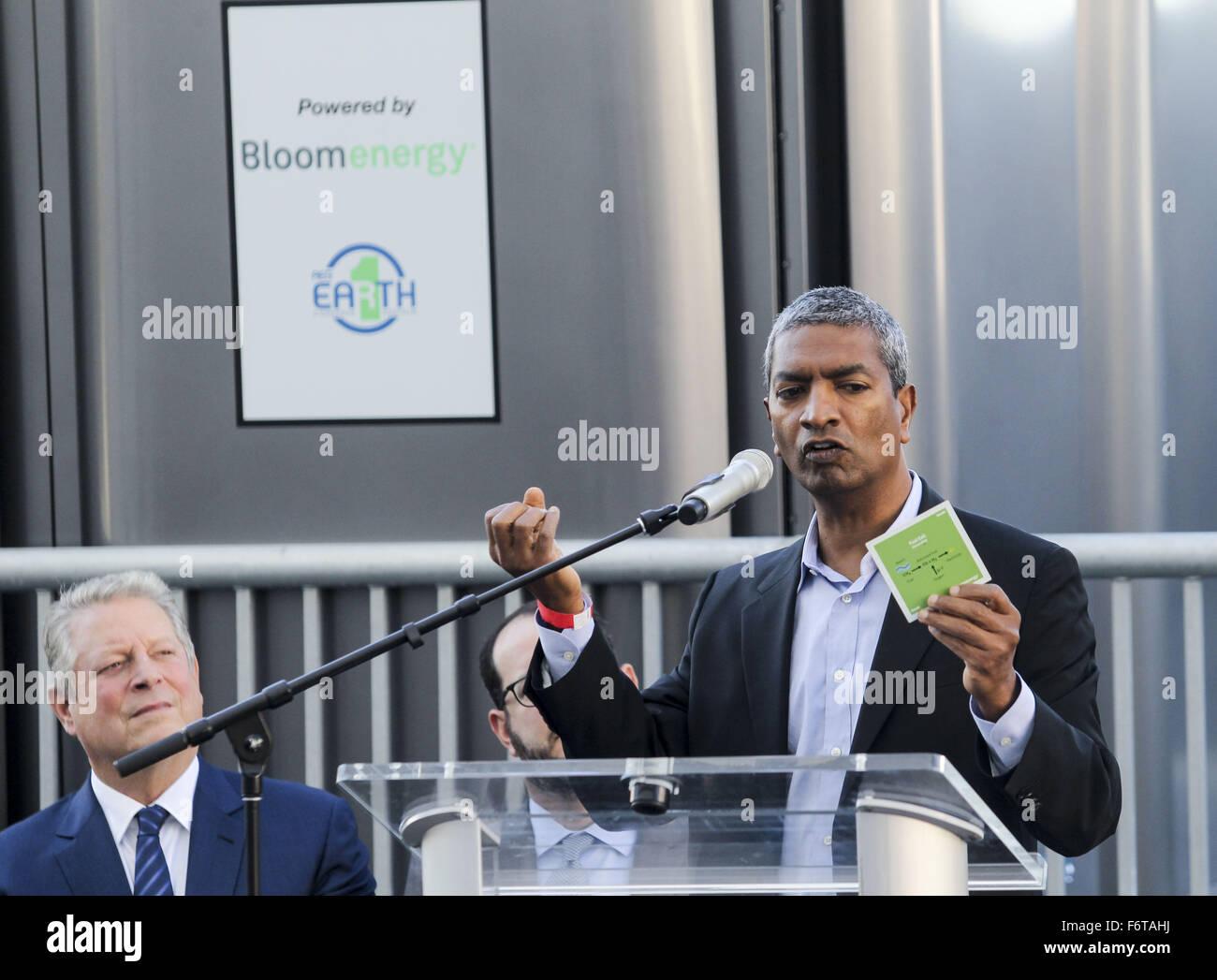 Los Angeles, California, EEUU. 19 Nov, 2015. Bloom Energy KR Sridhar, habla durante una ceremonia para develar e Imagen De Stock