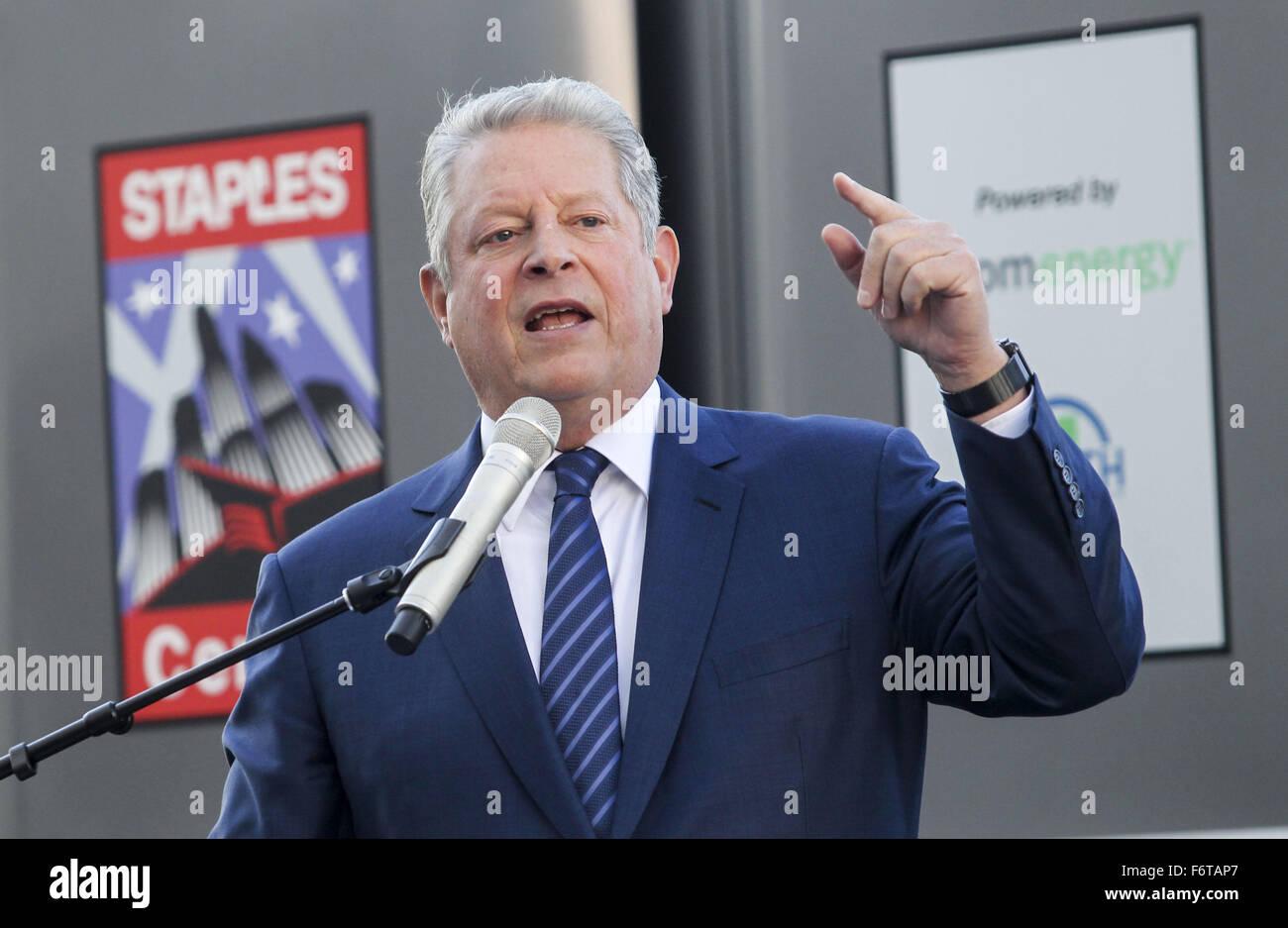 Los Angeles, California, EEUU. 19 Nov, 2015. El ex vicepresidente Al Gore habla durante una ceremonia para develar Imagen De Stock