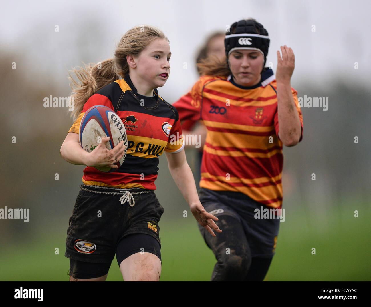 La mujer deportiva del participante. Ashford Rugby Club, 8 de noviembre de 2015 Imagen De Stock