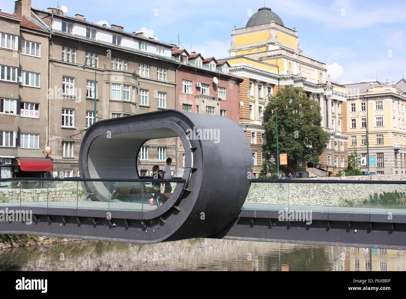 El Festina lente puente en Sarajevo, Bosnia Imagen De Stock