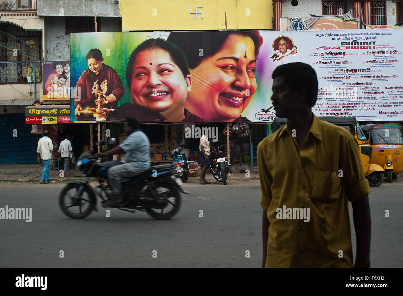 Billboard representando Jayalalithaa, una mujer político indio, en el momento de una elección ( India) Imagen De Stock