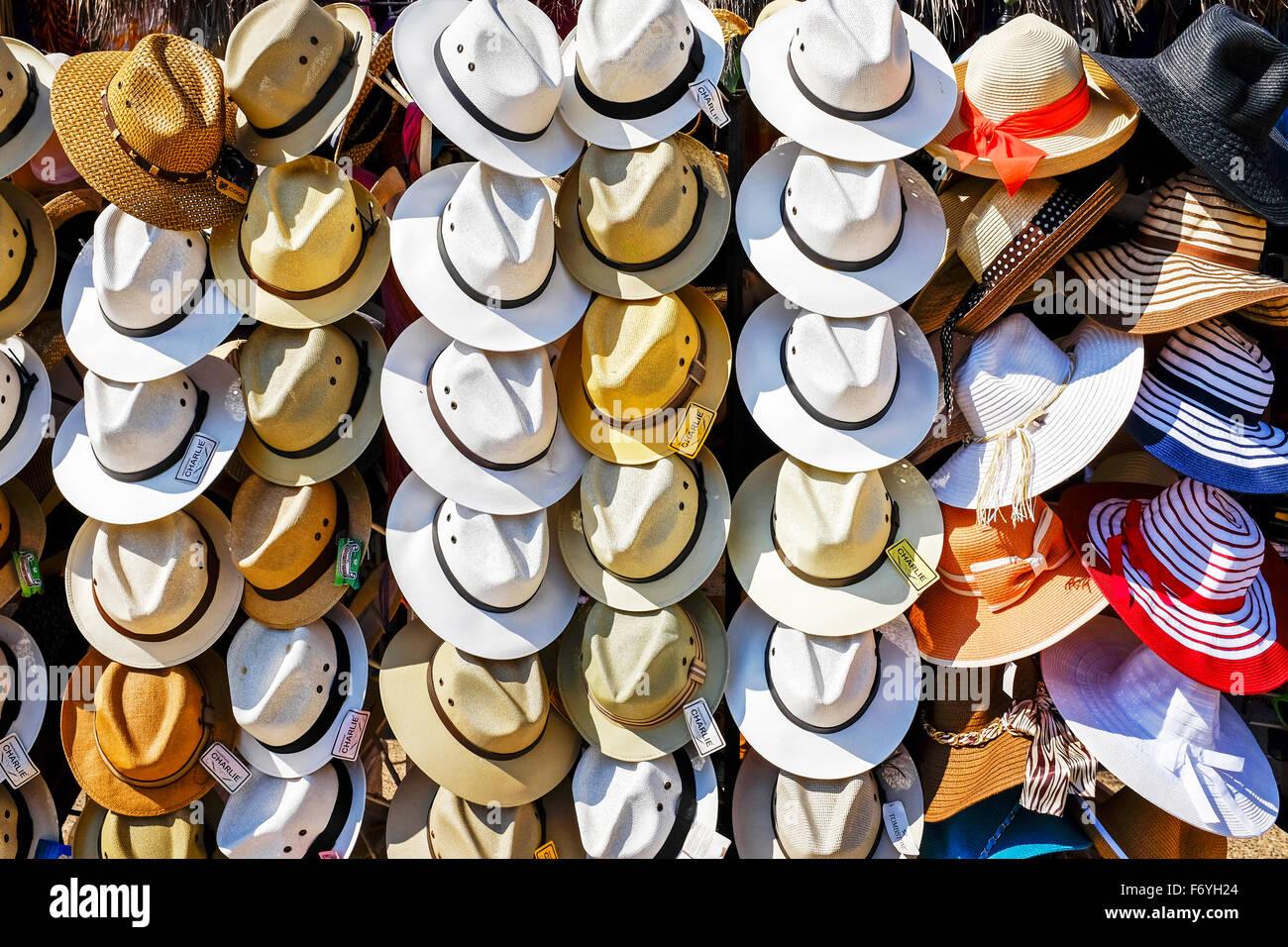 Sombreros tradicionales en venta en Puerto Vallarta 54834089a98
