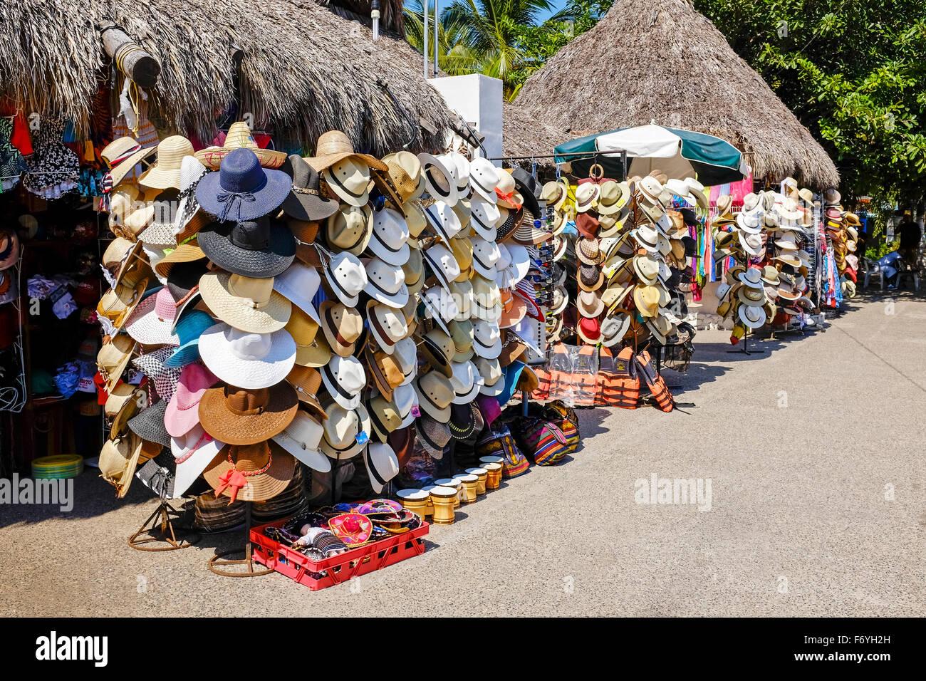 Selección de tradicionales gorros para el sol a la venta en Puerto Vallarta 432f5f3804c