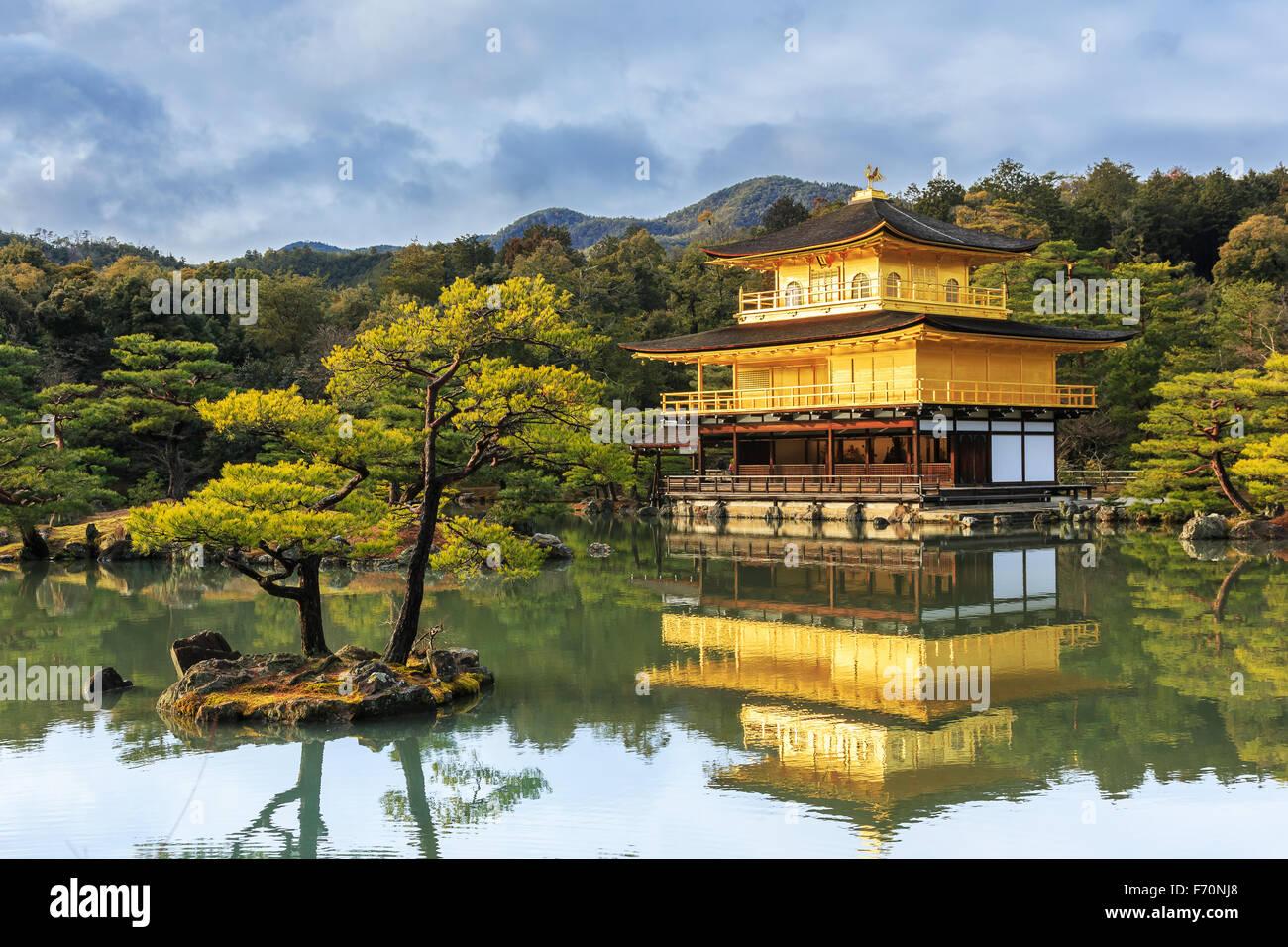Pabellón de Kinkakuji Templo Dorado en Kyoto, Japón Imagen De Stock