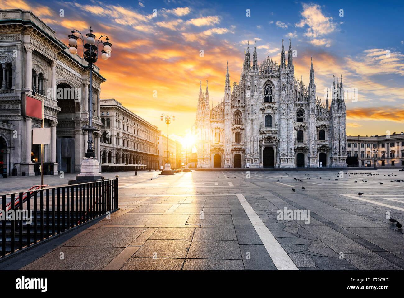 Al amanecer, el Duomo de Milán, Europa. Imagen De Stock