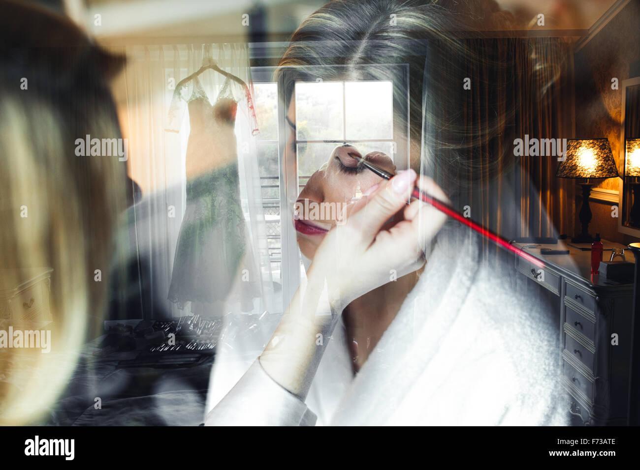Aplicación de maquillaje para novia Imagen De Stock