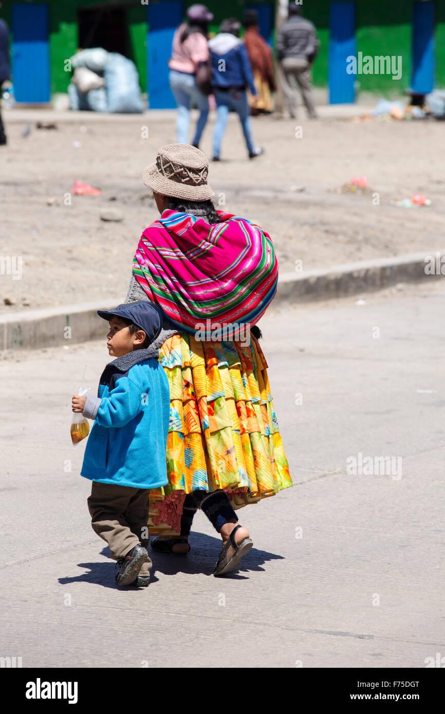 Los Bolivianos en El Alto, por encima de la Paz. Imagen De Stock
