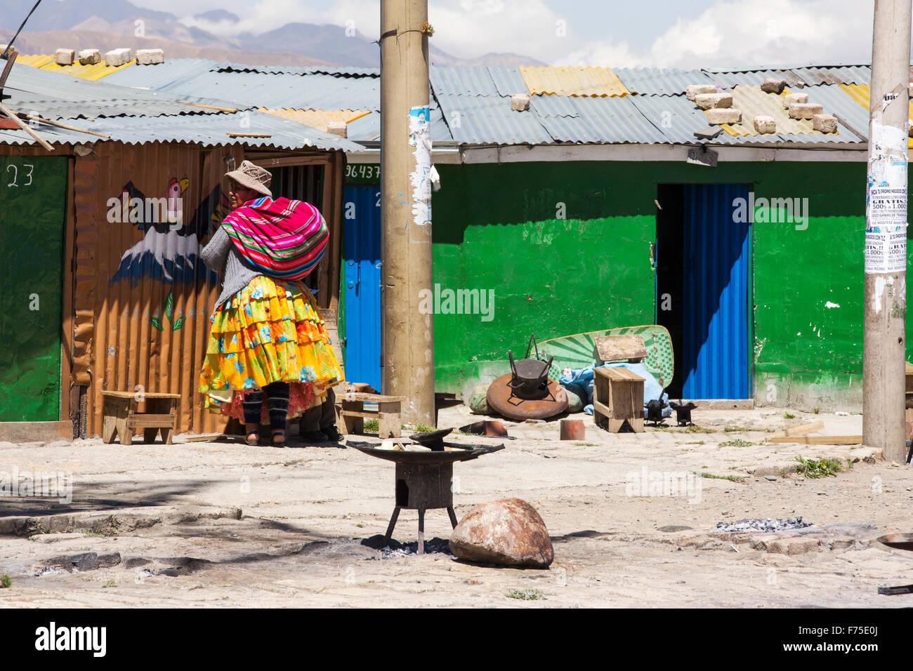 Una mujer indígenas bolivianos en El Alto por encima de la Paz, Bolivia. Imagen De Stock