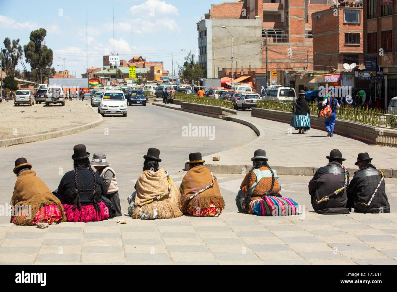 Las mujeres indígenas bolivianos en El Alto por encima de la Paz, Bolivia. Imagen De Stock