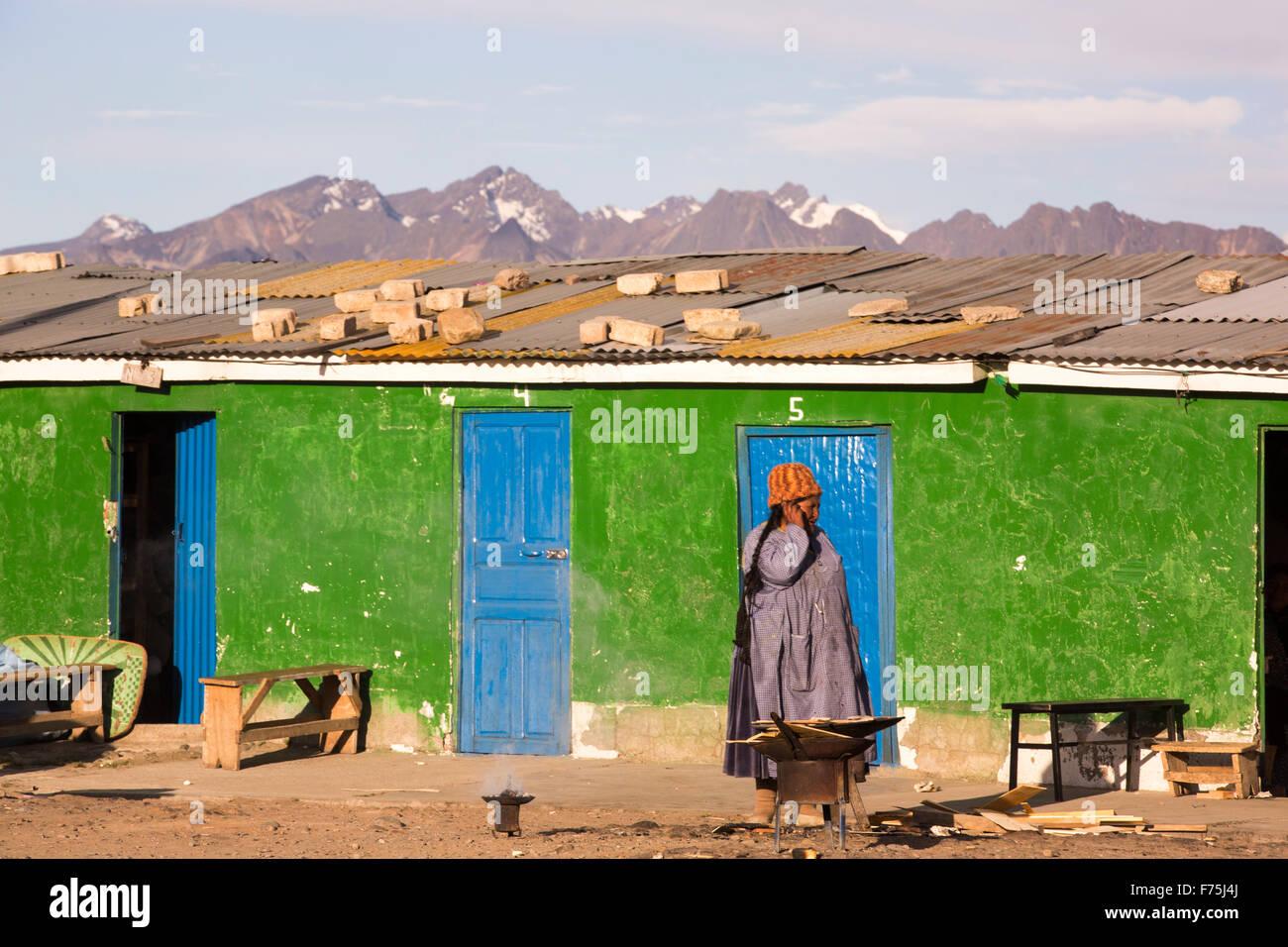Una mujer indígena en la ciudad de El Alto, La Paz, Bolivia, en América del Sur. Imagen De Stock