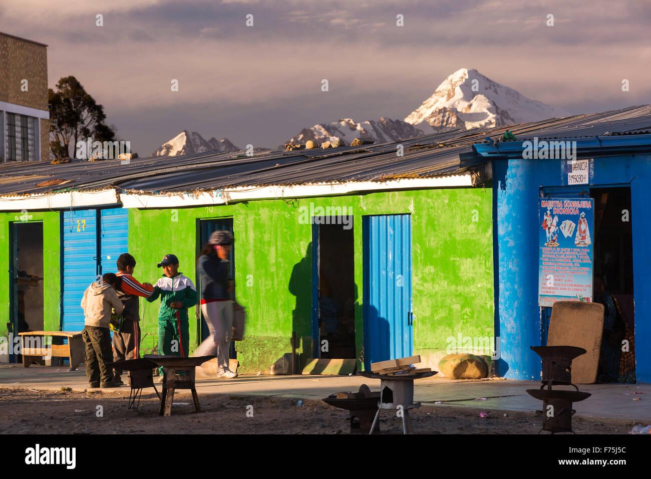 La cima del Huayna Potosí de El Alto, por encima de la Paz, Bolivia. La Paz y el Alto son una escasez crítica Imagen De Stock