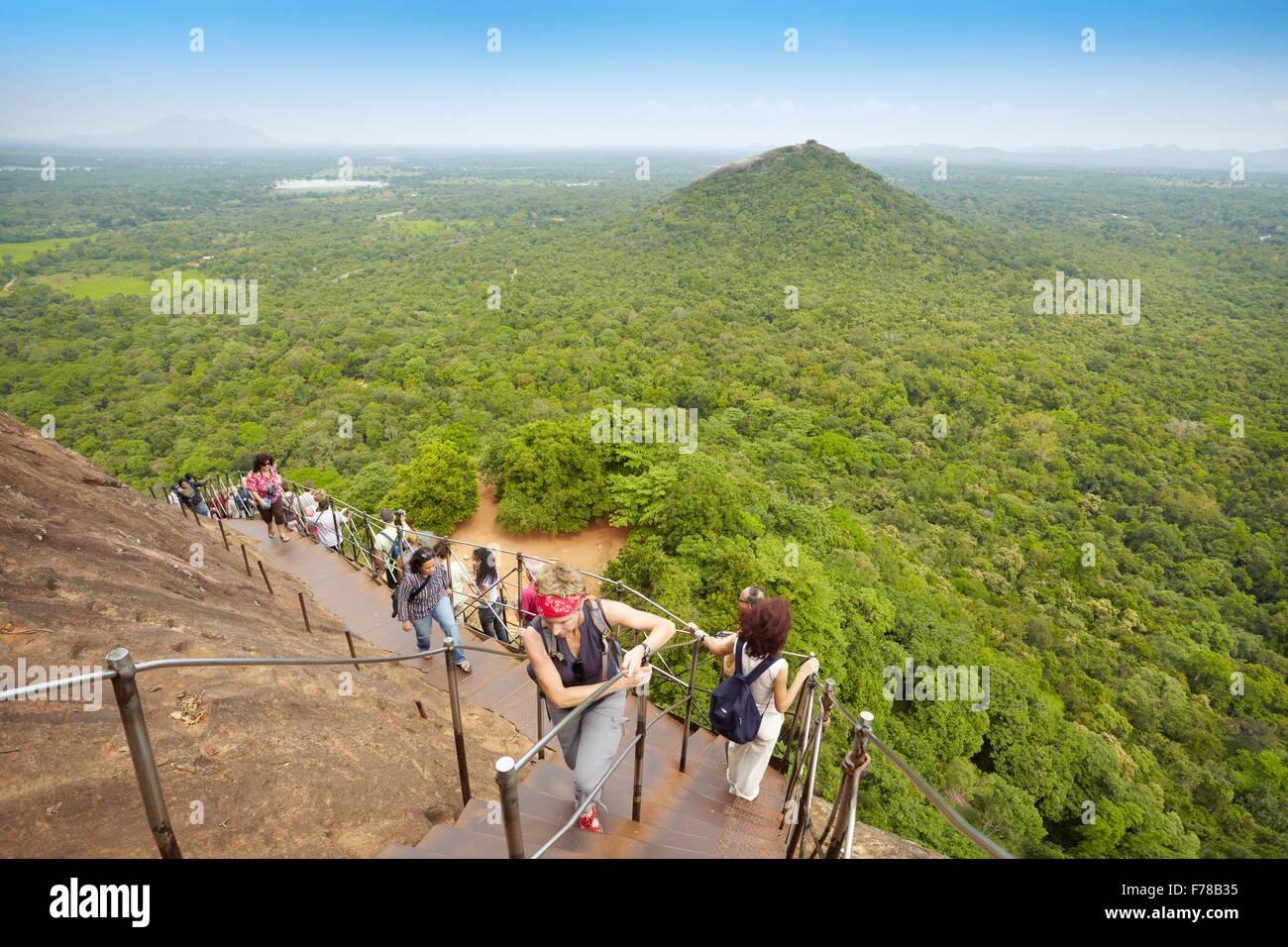 Sri Lanka - Sigiriya, escaleras de Lion's Gate a la antigua fortaleza, la UNESCO Imagen De Stock