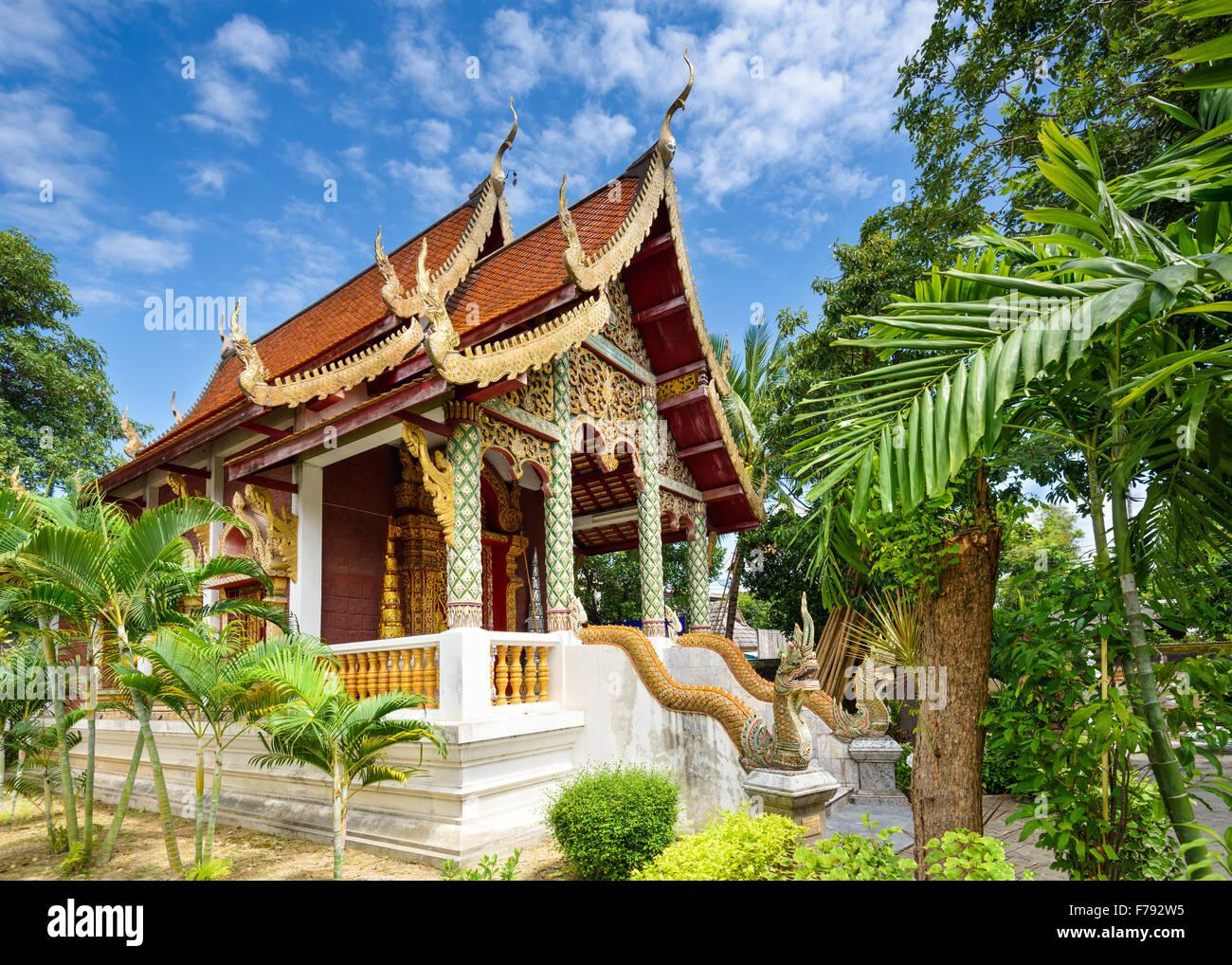 Chiang Mai, Tailandia templo pequeño edificio. Imagen De Stock