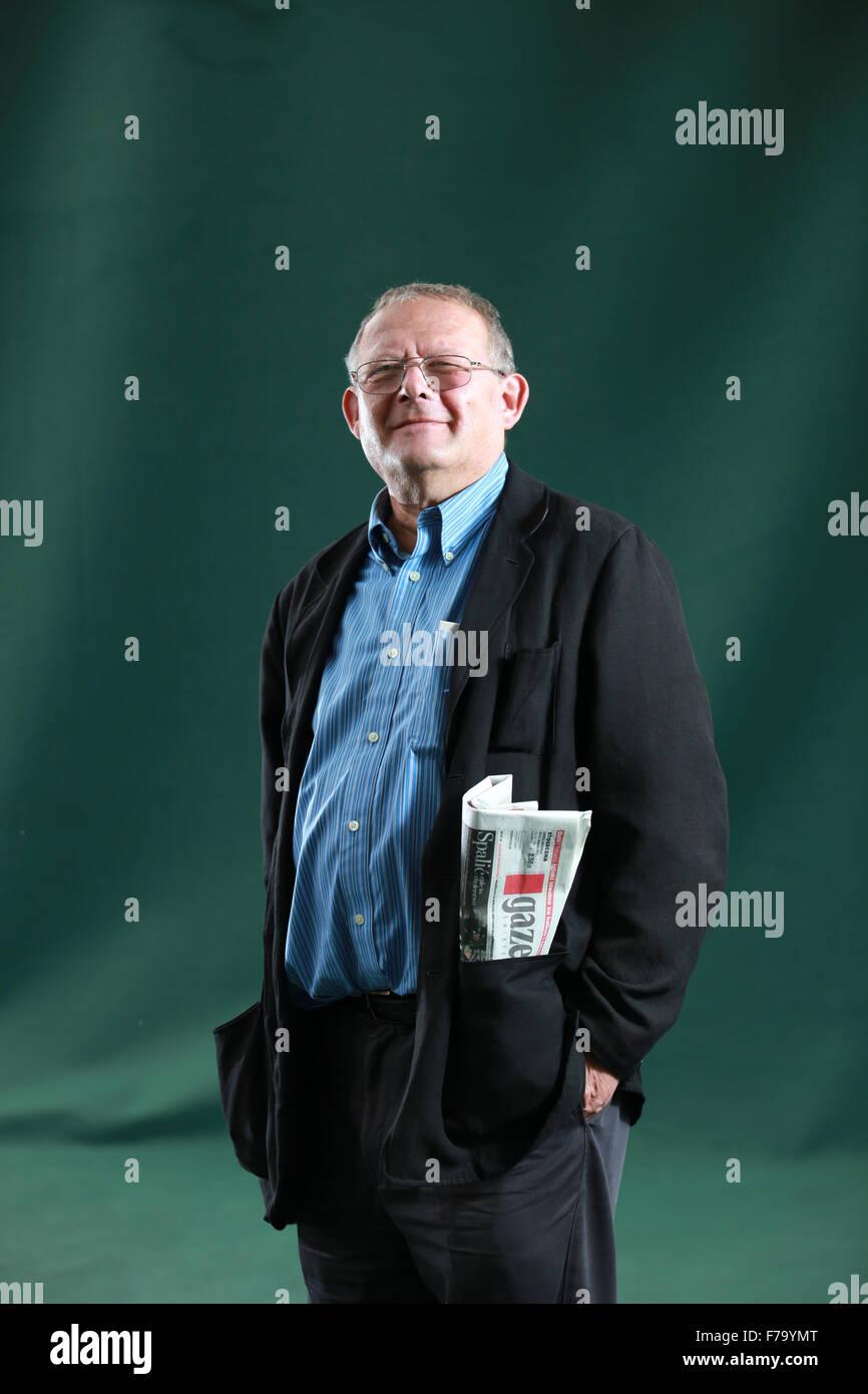 Un retrato de Adam Michnik en Charlotte Square Gardens durante el Festival Internacional del Libro de Edimburgo 2011. Foto de stock
