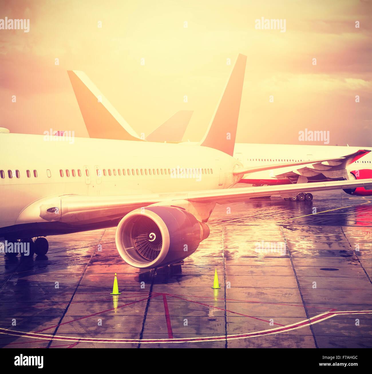 Vintage imagen filtrada de un aeropuerto, transporte y viajes concepto. Imagen De Stock