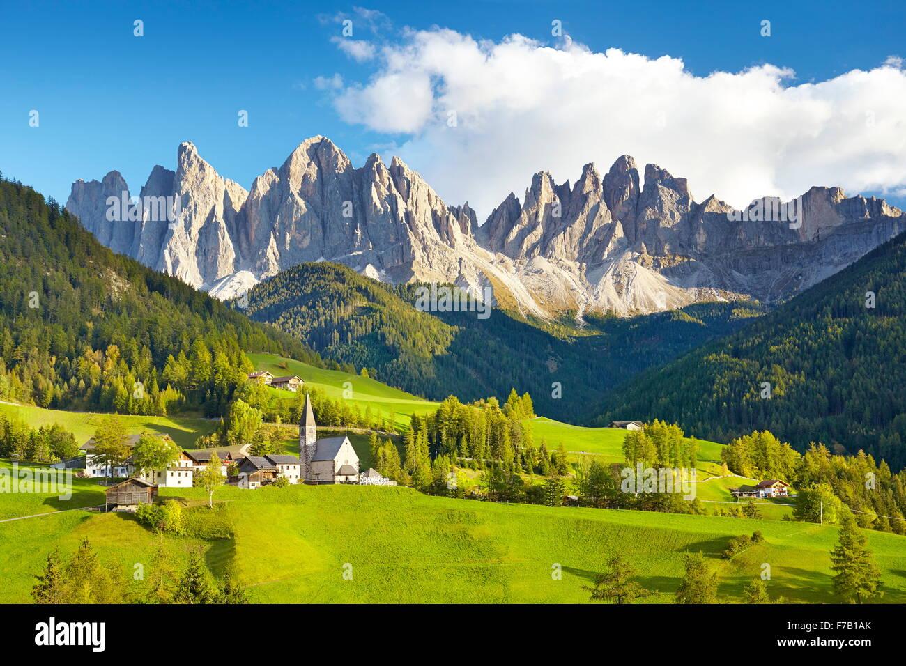 Santa Magdalena, Val Di Funes, dolomitas, Montañas, Tirol, Alpes, Italia Foto de stock