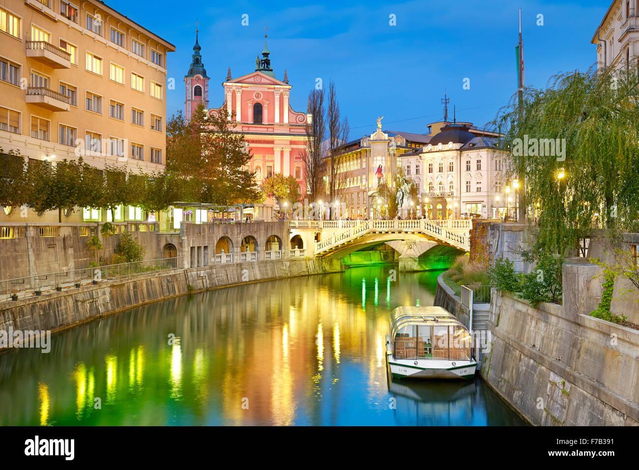 En Ljubljana, Eslovenia al atardecer. Imagen De Stock