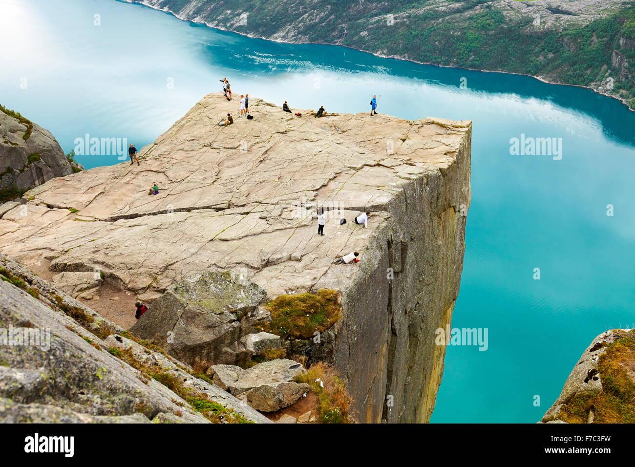 Preikestolen, roca púlpito, Lysefjorden, Noruega Imagen De Stock