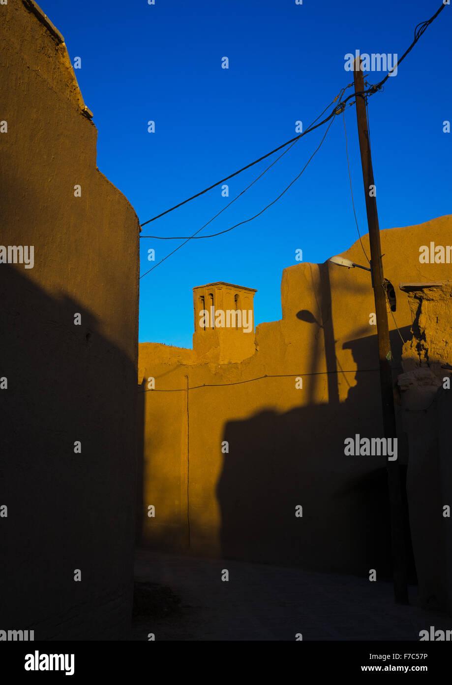 Las torres de viento utilizados como un sistema de refrigeración natural en la arquitectura tradicional Iraní, la provincia de Yazd, en Yazd, Irán Foto de stock