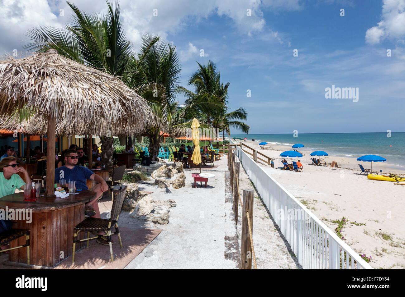 Vero Beach, Florida, al norte de la Isla Orquídea Hutchinson Mulligan's Beach House restaurant estilo tiki Imagen De Stock