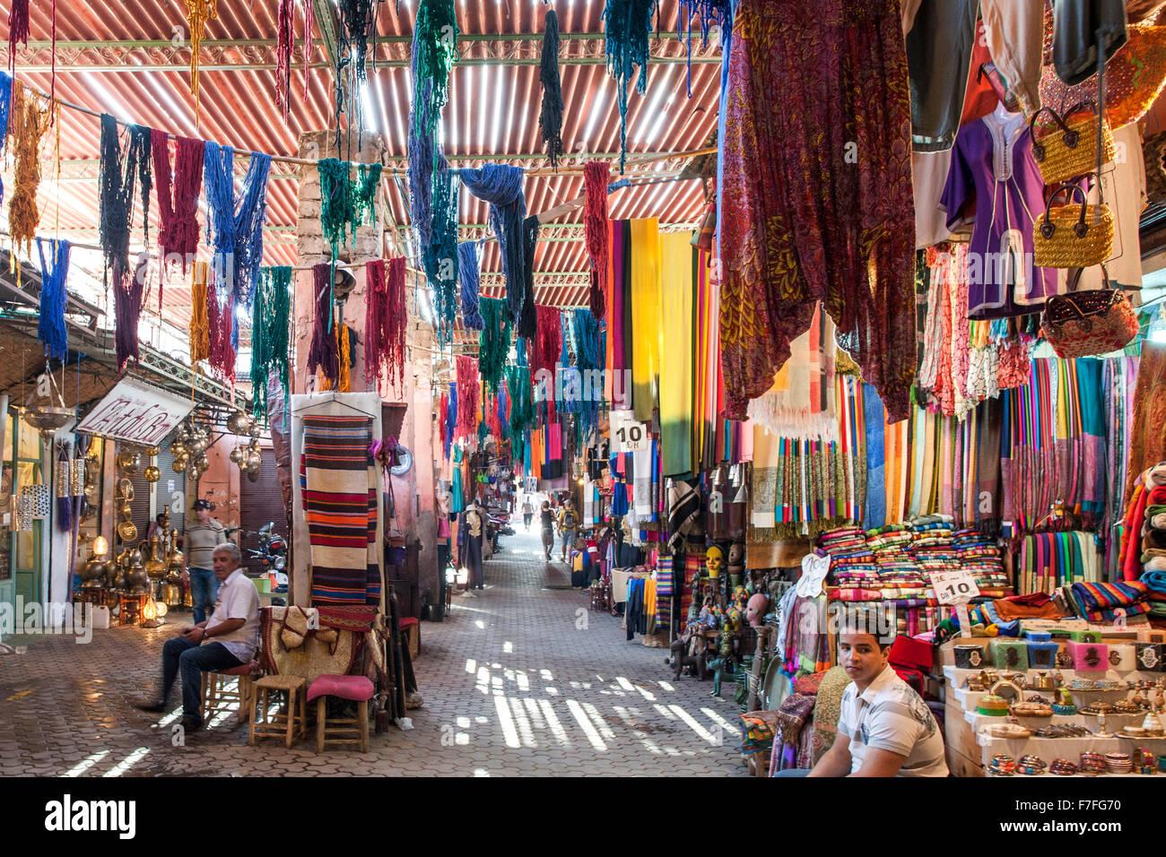 El zoco de Marrakech, Marruecos. Imagen De Stock
