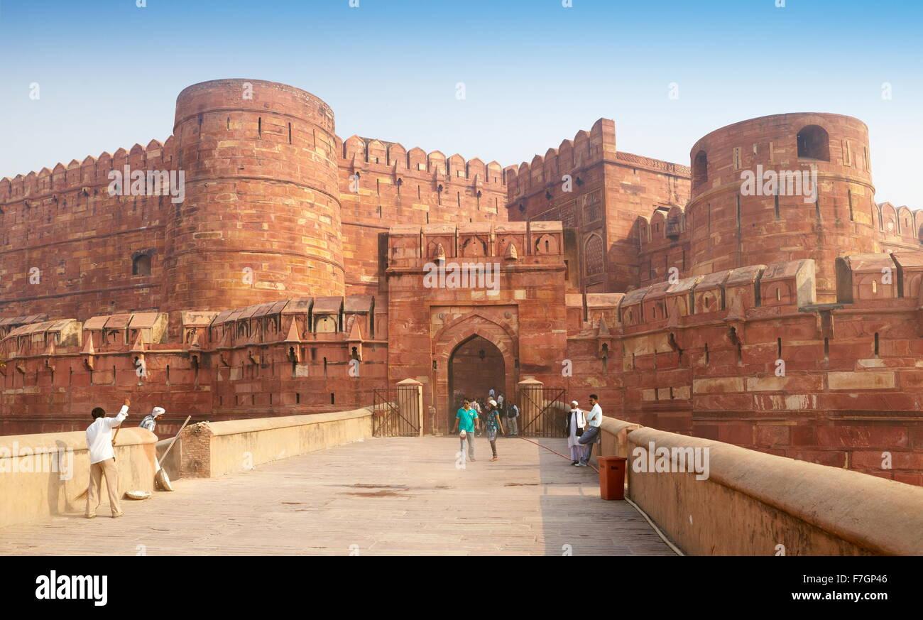 Agra Fuerte Rojo - entrada principal a la fortaleza, Agra, Uttar Pradesh, India Imagen De Stock