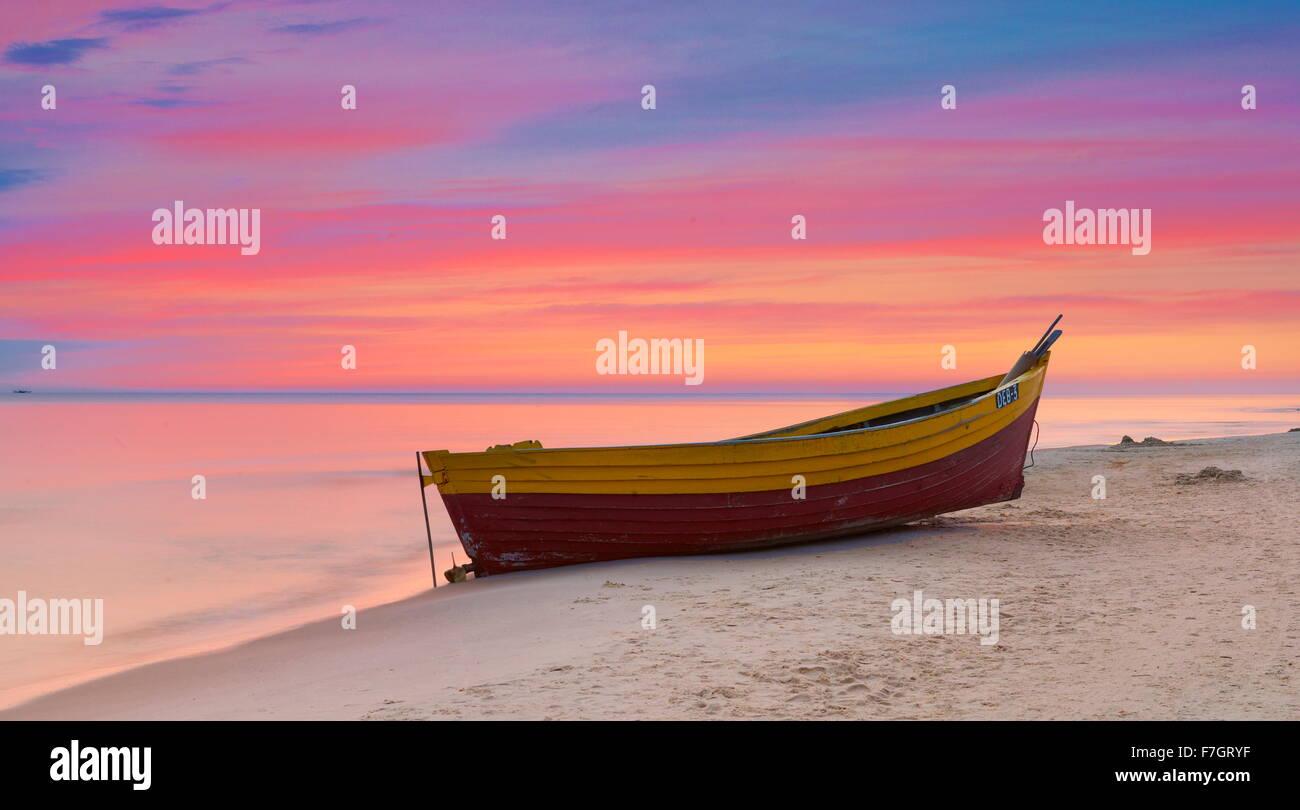 Tiempo de puesta de sol paisaje, romántica escena, Mar Báltico, Polonia Imagen De Stock