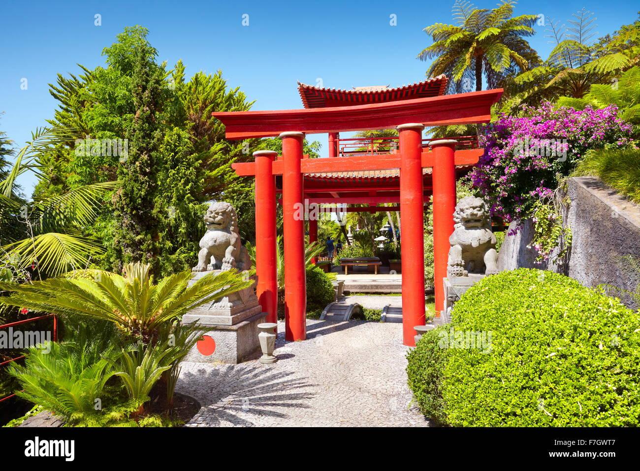 El Jardín Tropical de Monte Palace (jardín japonés) - Monte, la isla de Madeira, Portugal Imagen De Stock