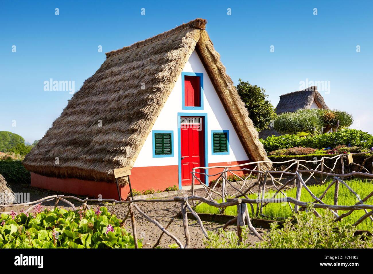 Casa tradicional palheiros - Santana, la isla de Madeira, Portugal Imagen De Stock