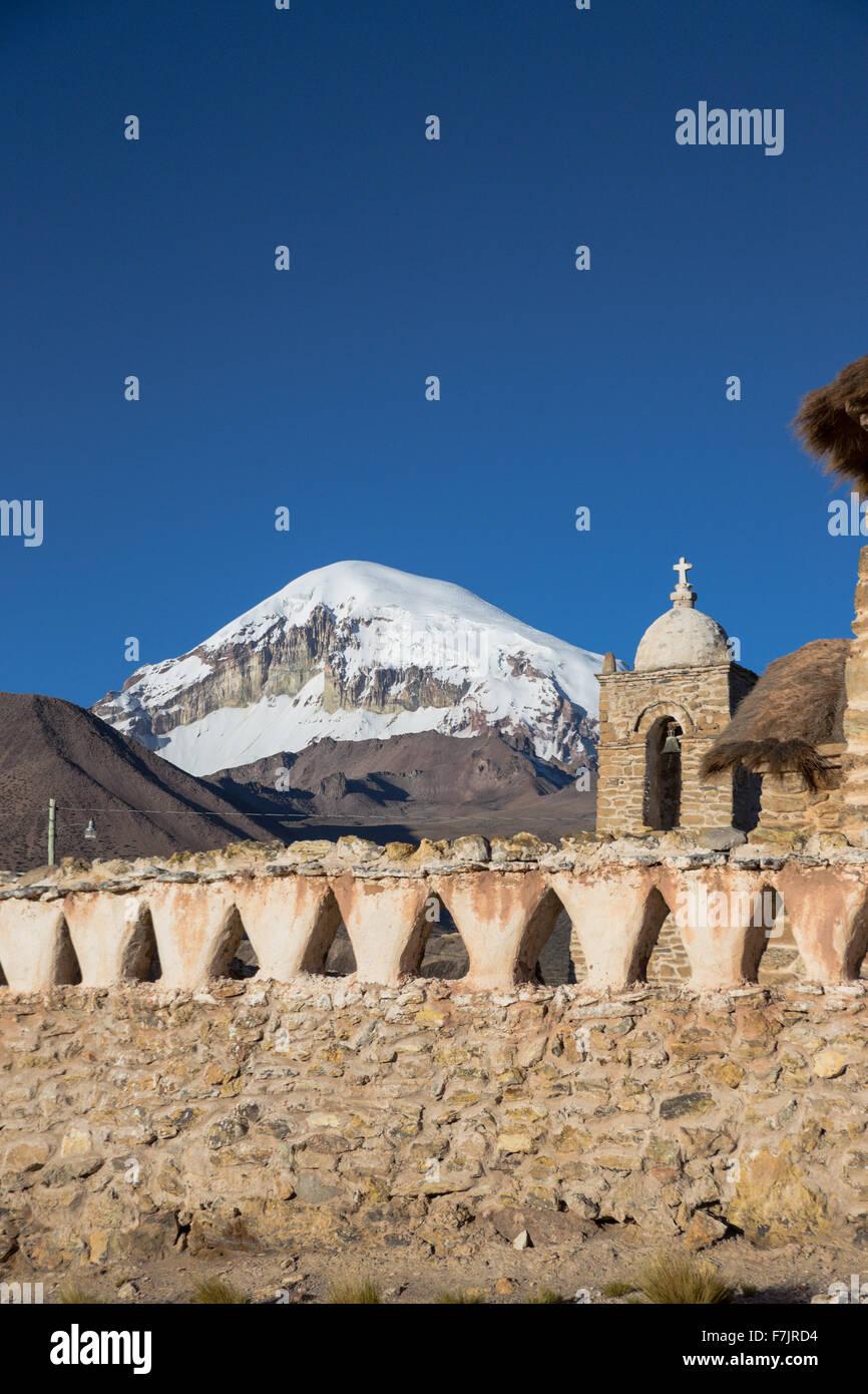 Iglesia en el Parque Nacional Sajama, Bolivia Imagen De Stock