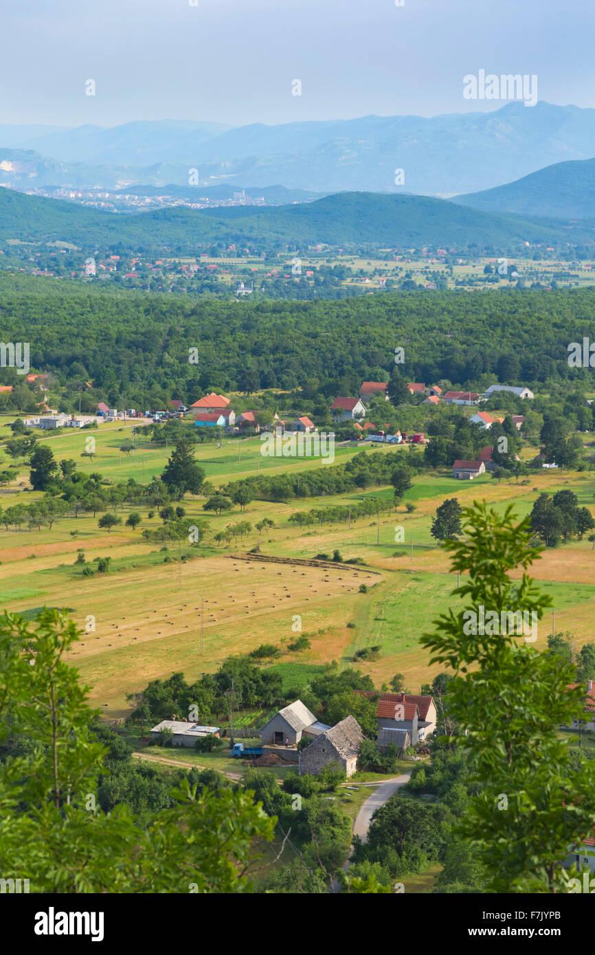 Montenegro. Paisaje rural entre Povija y Stubica. Las granjas, la agricultura. Imagen De Stock