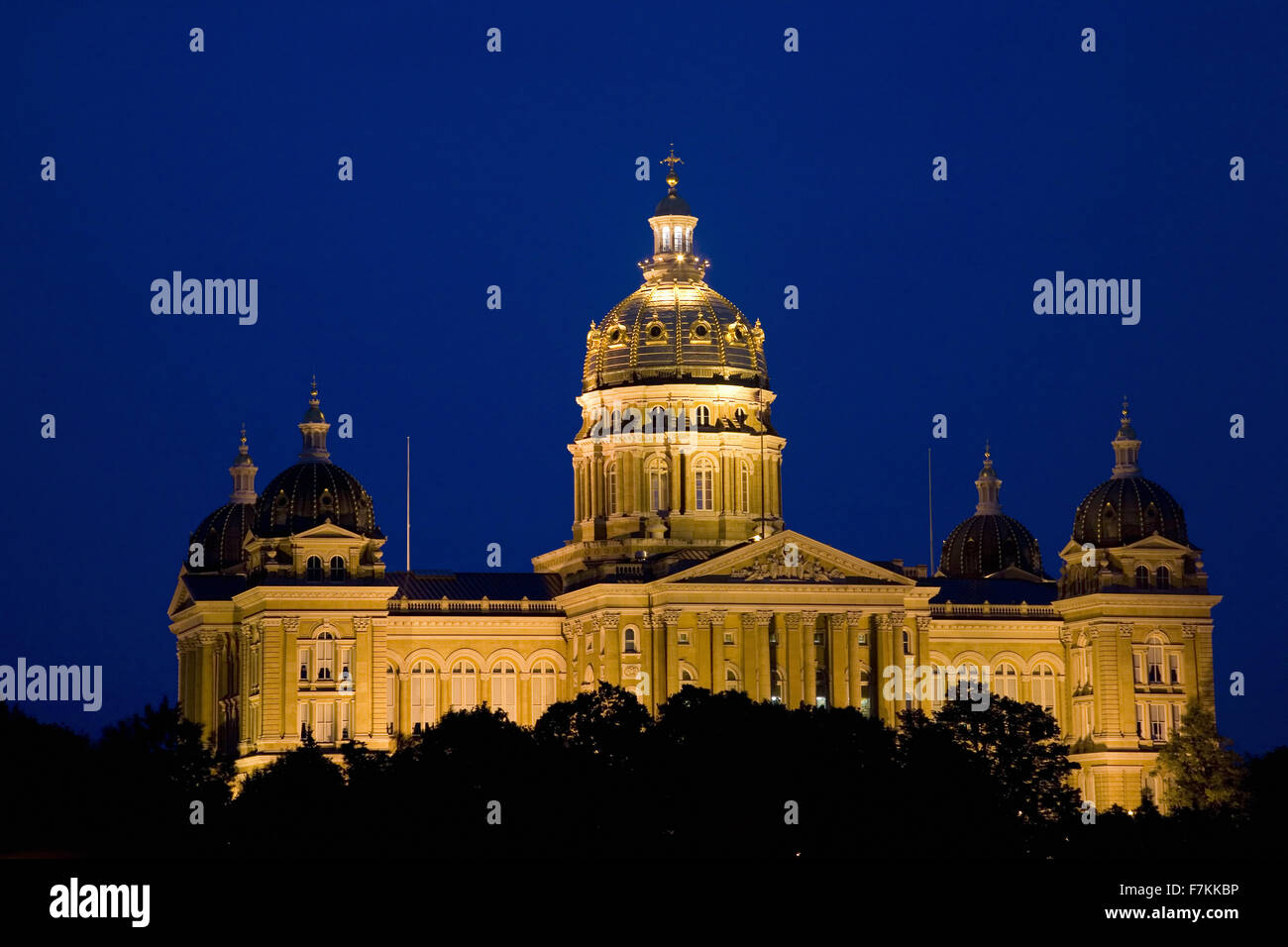 Night Shot, capital del estado de Iowa y el domo, Des Moines, Iowa Foto de stock
